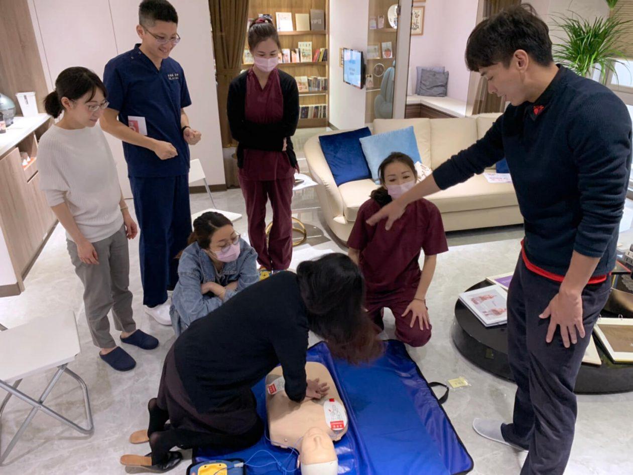 醫護人員AED急救訓練